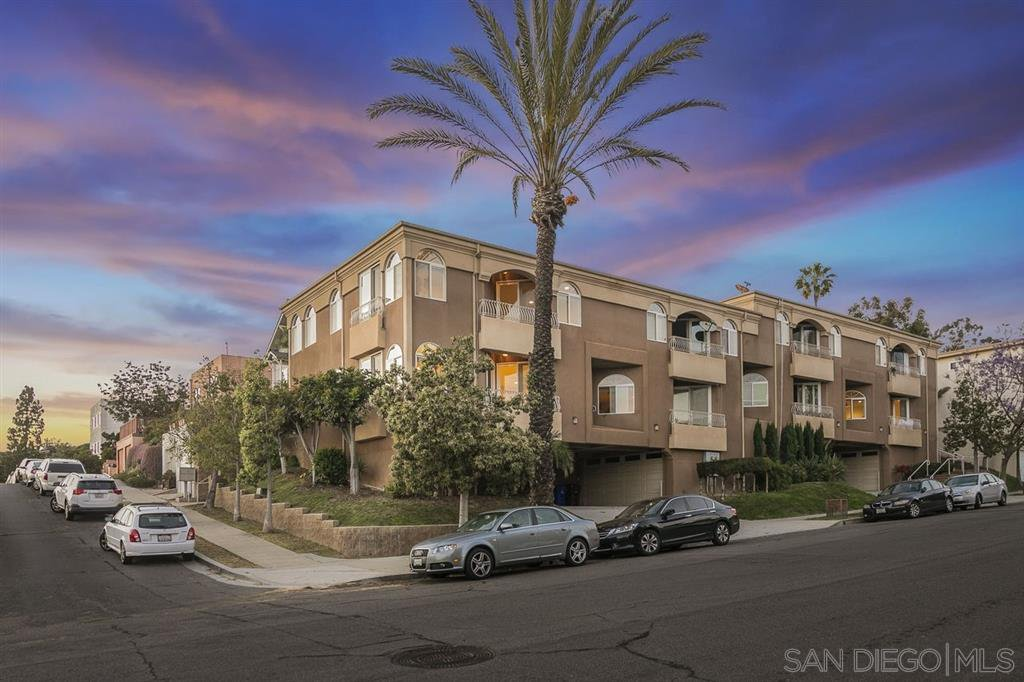 Main Photo: MISSION HILLS Townhouse for sale : 3 bedrooms : 3651 Columbia St in San Diego