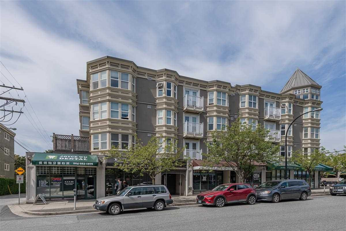Main Photo: PH13 5723 BALSAM Street in Vancouver: Kerrisdale Condo for sale (Vancouver West)  : MLS®# R2398297