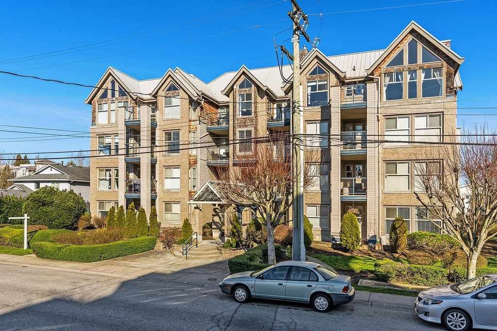 "Main Photo: 407 20237 54 Avenue in Langley: Langley City Condo for sale in ""THE AVANTE"" : MLS®# R2439394"