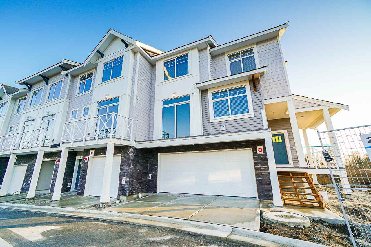 """Main Photo: 11 21102 76 Avenue in Langley: Willoughby Heights Townhouse for sale in """"Alara"""" : MLS®# R2446978"""