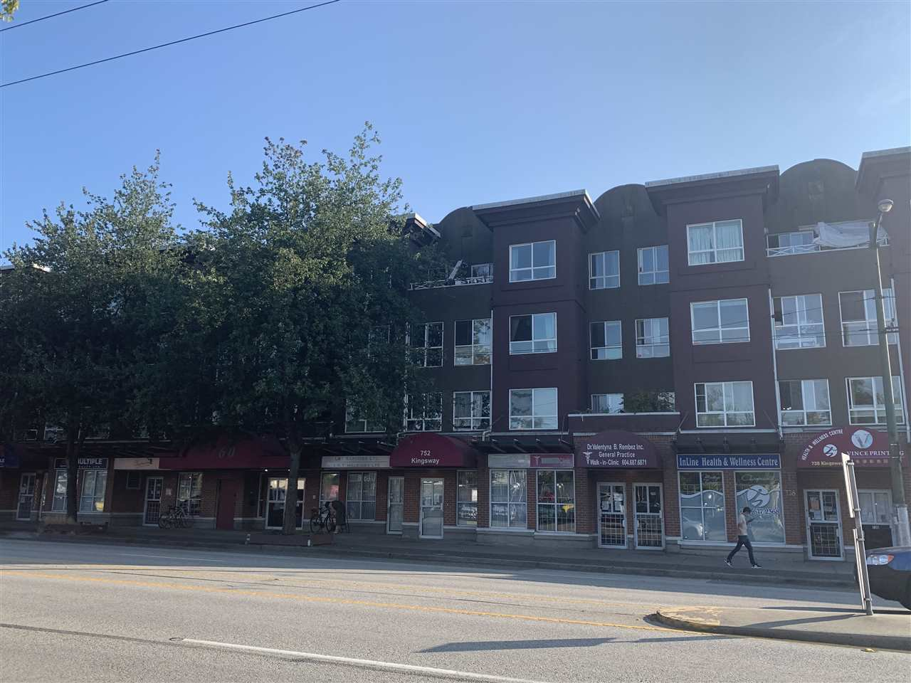 "Main Photo: 316 760 KINGSWAY in Vancouver: Fraser VE Condo for sale in ""KINGSGATE MANOR"" (Vancouver East)  : MLS®# R2483396"