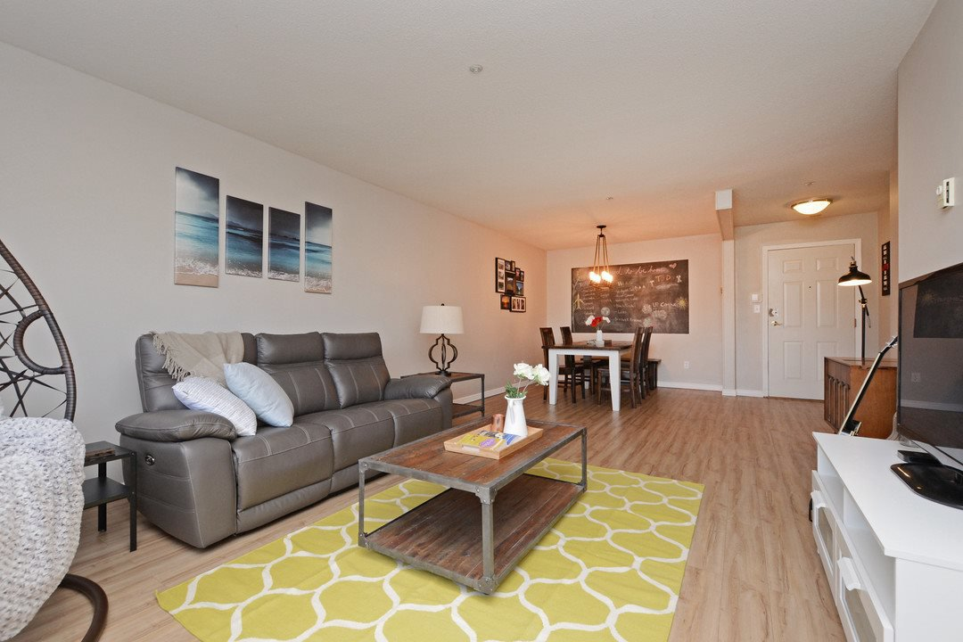 "Main Photo: 124 3 RIALTO Court in New Westminster: Quay Condo for sale in ""The Rialto"" : MLS®# R2411865"