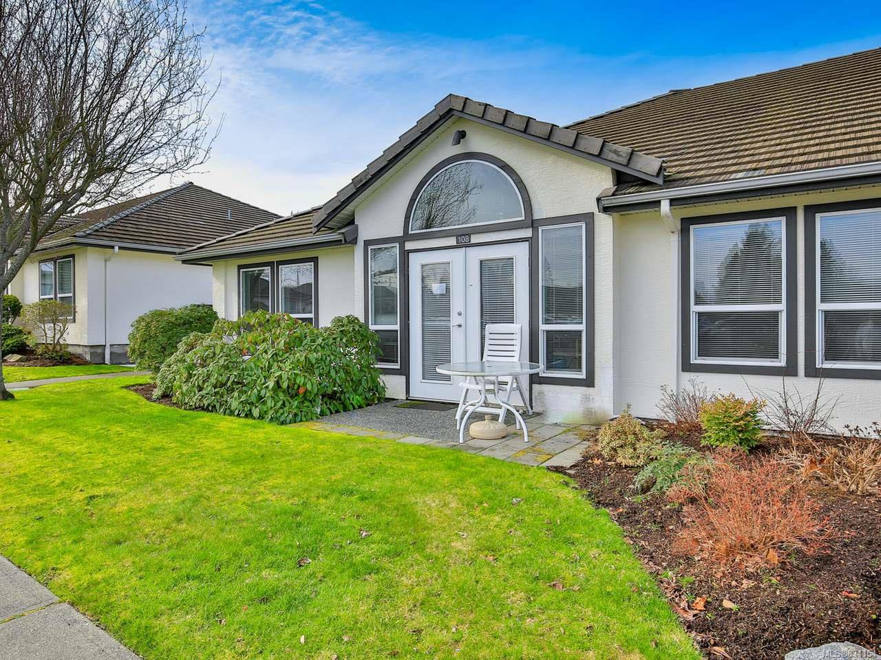 Main Photo: 108 264 McVickers St in PARKSVILLE: PQ Parksville Row/Townhouse for sale (Parksville/Qualicum)  : MLS®# 834154