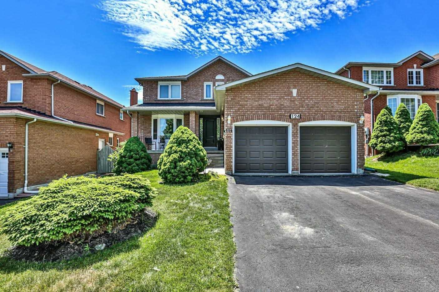 Main Photo: 124 Goldsmith Crescent in Newmarket: Armitage House (2-Storey) for sale : MLS®# N4792301
