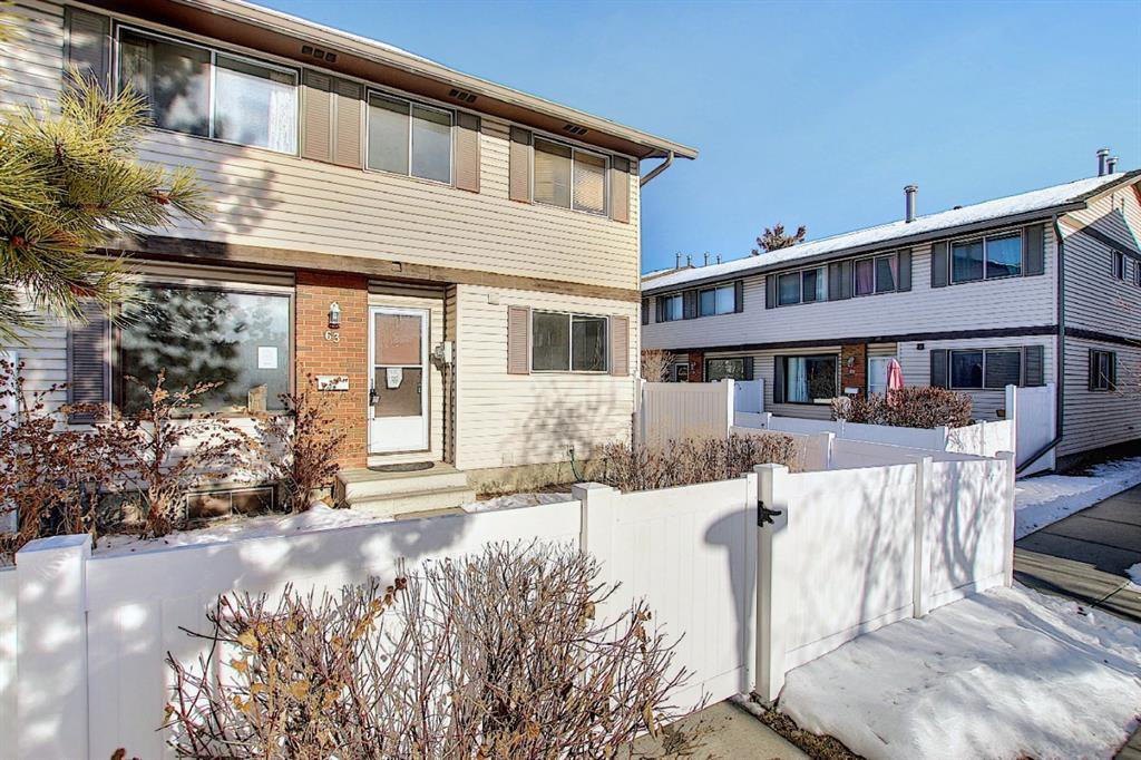 Main Photo: 63 740 Bracewood Drive SW in Calgary: Braeside Row/Townhouse for sale : MLS®# A1058540