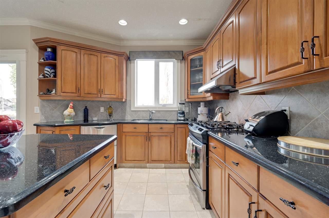 Photo 14: Photos: 2469 TEGLER Green in Edmonton: Zone 14 House for sale : MLS®# E4174274