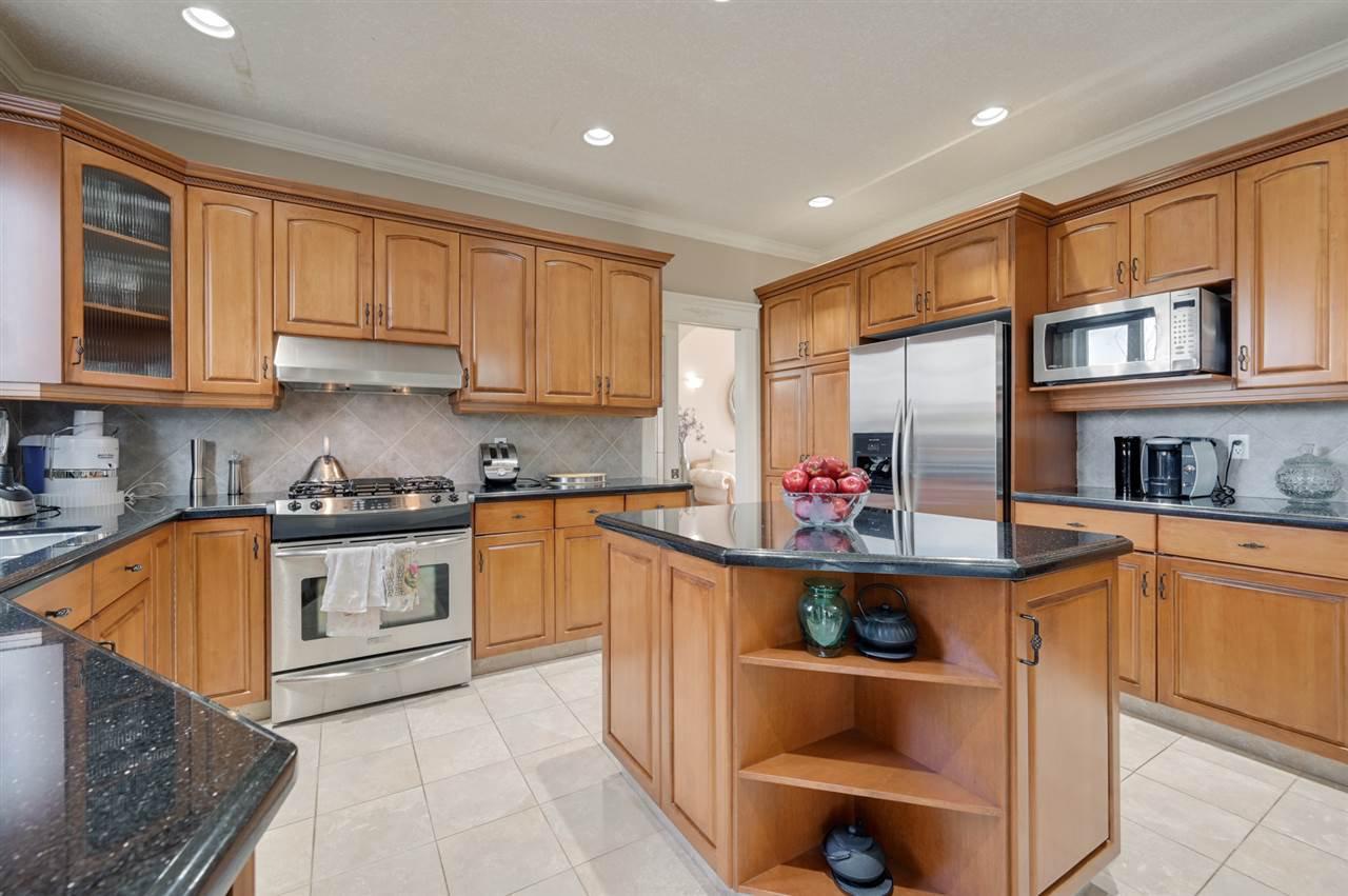 Photo 12: Photos: 2469 TEGLER Green in Edmonton: Zone 14 House for sale : MLS®# E4174274