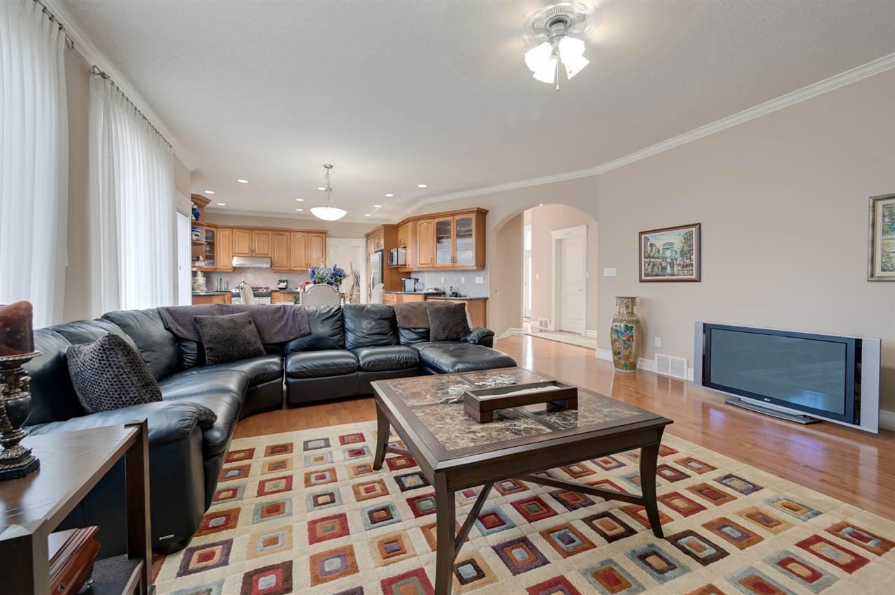 Photo 9: Photos: 2469 TEGLER Green in Edmonton: Zone 14 House for sale : MLS®# E4174274