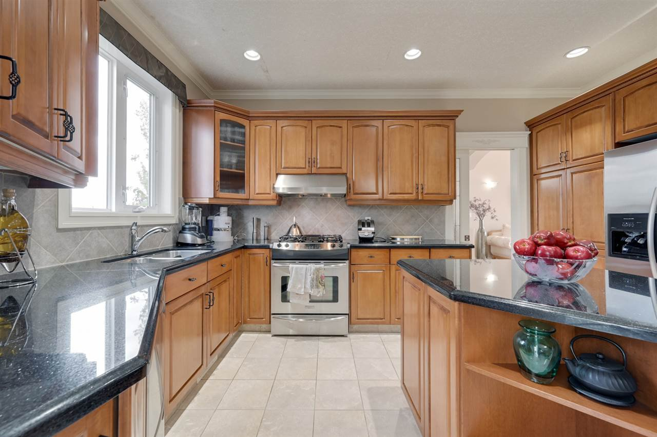 Photo 13: Photos: 2469 TEGLER Green in Edmonton: Zone 14 House for sale : MLS®# E4174274
