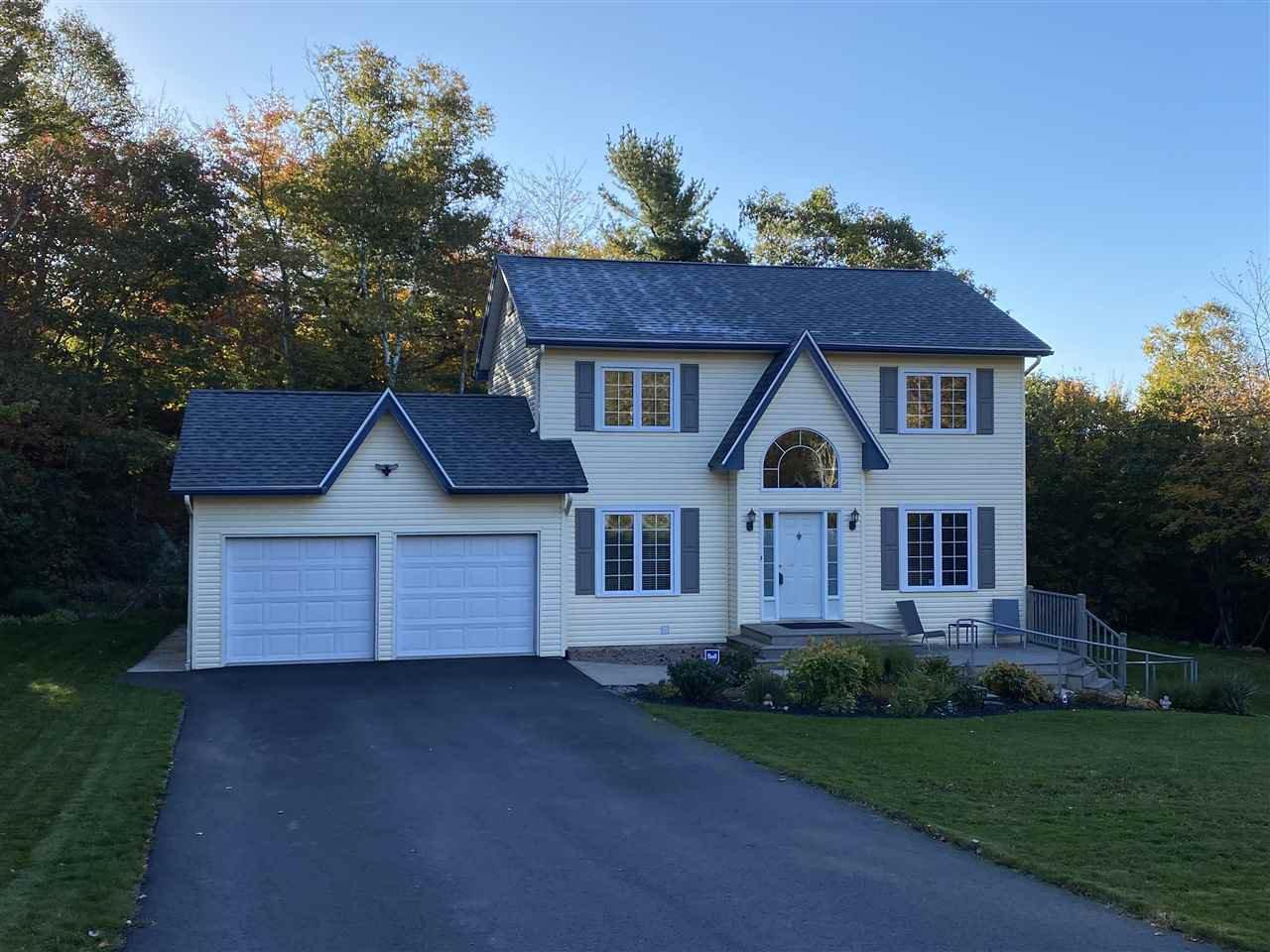 Main Photo: 207 Haliburton Crescent in Stillwater Lake: 21-Kingswood, Haliburton Hills, Hammonds Pl. Residential for sale (Halifax-Dartmouth)  : MLS®# 202018455