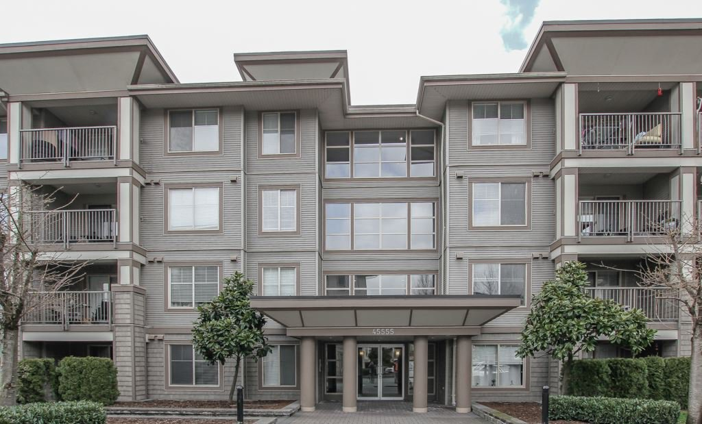 """Main Photo: 410 45555 YALE Road in Chilliwack: Chilliwack W Young-Well Condo for sale in """"Vibe"""" : MLS®# R2464178"""