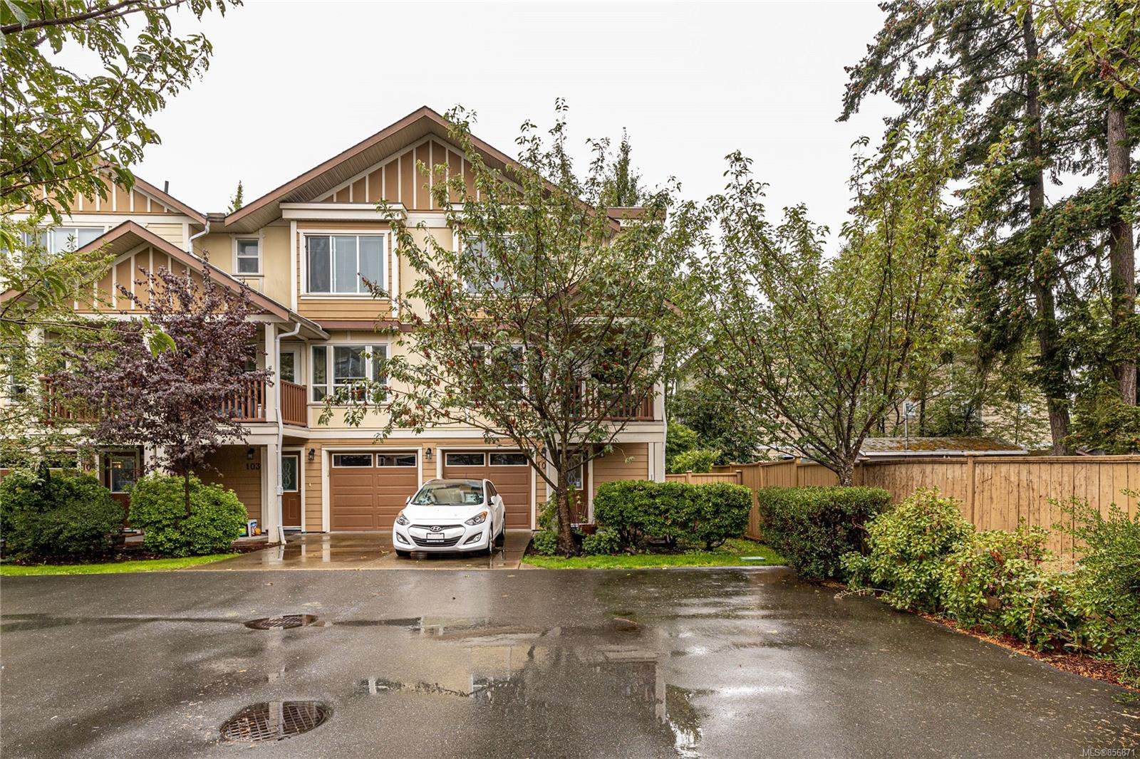 Main Photo: 101 827 Arncote Ave in : La Langford Proper Row/Townhouse for sale (Langford)  : MLS®# 856871