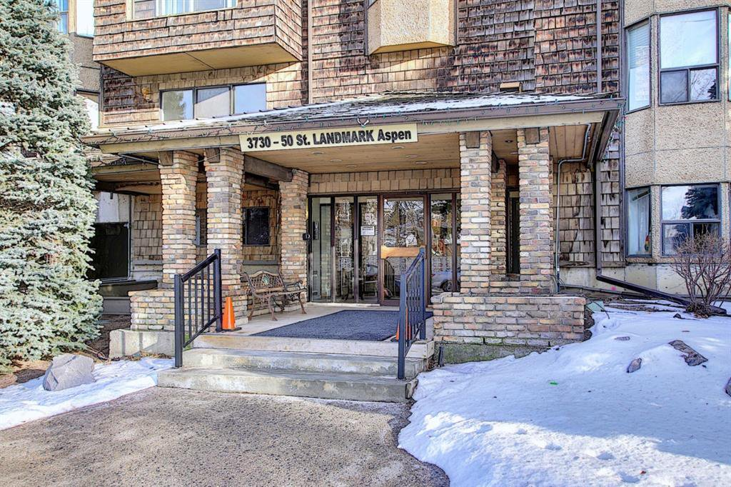 Main Photo: 111 3730 50 Street NW in Calgary: Varsity Apartment for sale : MLS®# A1052222