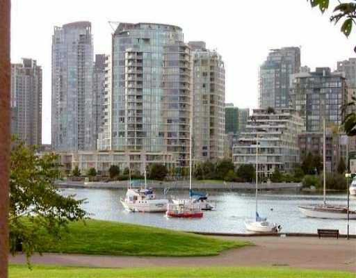 "Main Photo: 1869 SPYGLASS Place in Vancouver: False Creek Condo for sale in ""VENICE COURT"" (Vancouver West)  : MLS®# V614180"