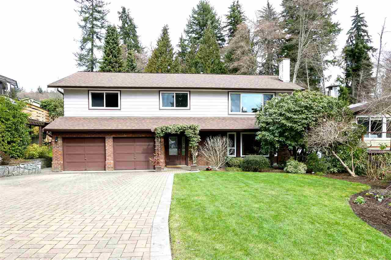 Main Photo: 2730 WALPOLE CRESCENT in North Vancouver: Blueridge NV House for sale : MLS®# R2445064