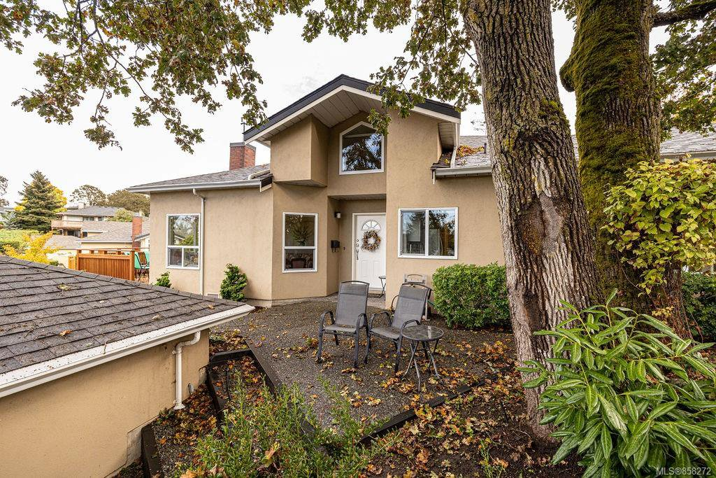 Main Photo: 12 4291 Quadra St in : SE Broadmead Row/Townhouse for sale (Saanich East)  : MLS®# 858272