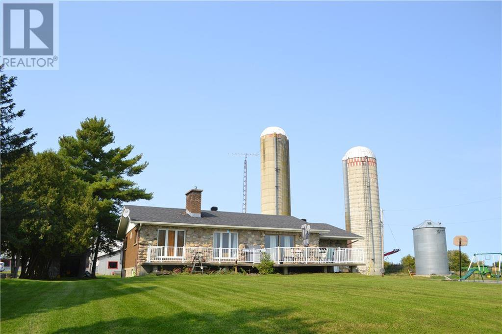 Main Photo: 21775-21779 CONCESSION 7 ROAD in North Lancaster: House for sale : MLS®# 1213069