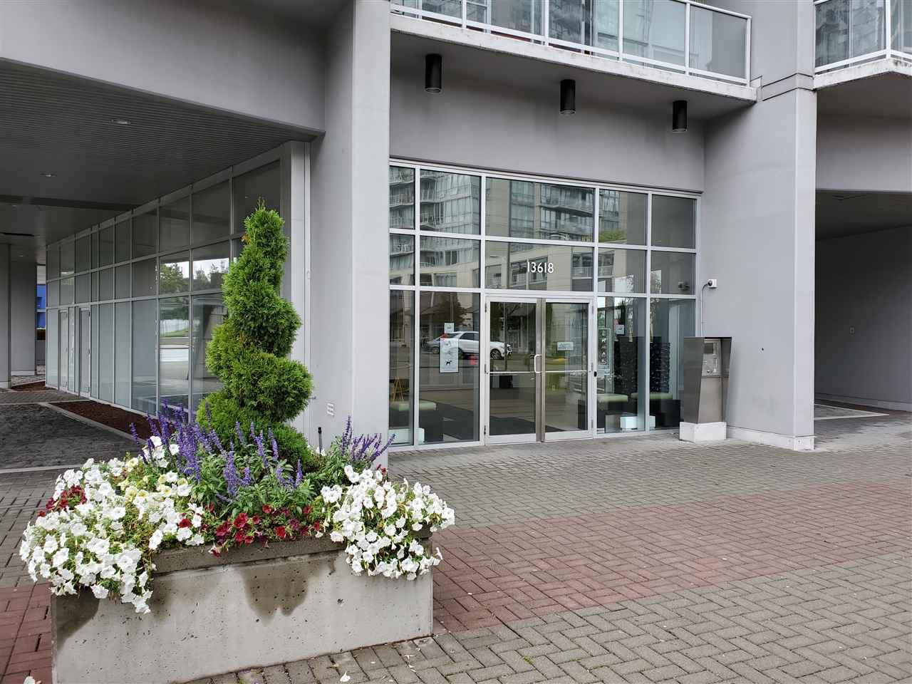 Main Photo: 401 - 13618 100 Ave in Surrey: Whalley Condo for sale (North Surrey)  : MLS®# R2501888