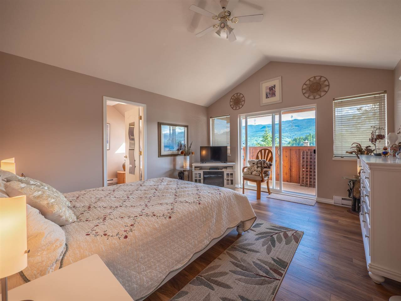 """Photo 6: Photos: 6148 POISE ISLAND Drive in Sechelt: Sechelt District House for sale in """"POISE ISLAND"""" (Sunshine Coast)  : MLS®# R2426642"""