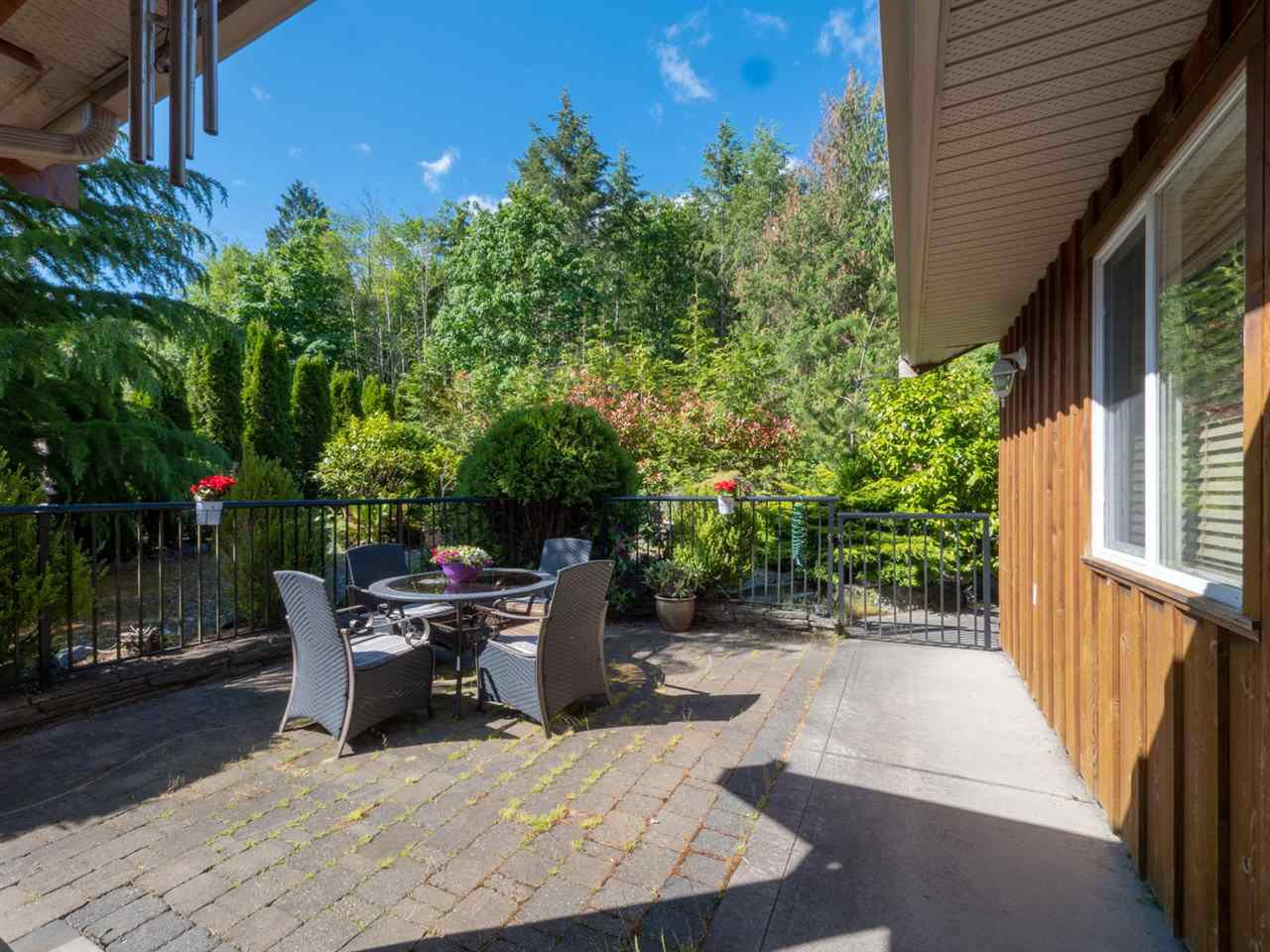 """Photo 14: Photos: 6148 POISE ISLAND Drive in Sechelt: Sechelt District House for sale in """"POISE ISLAND"""" (Sunshine Coast)  : MLS®# R2426642"""