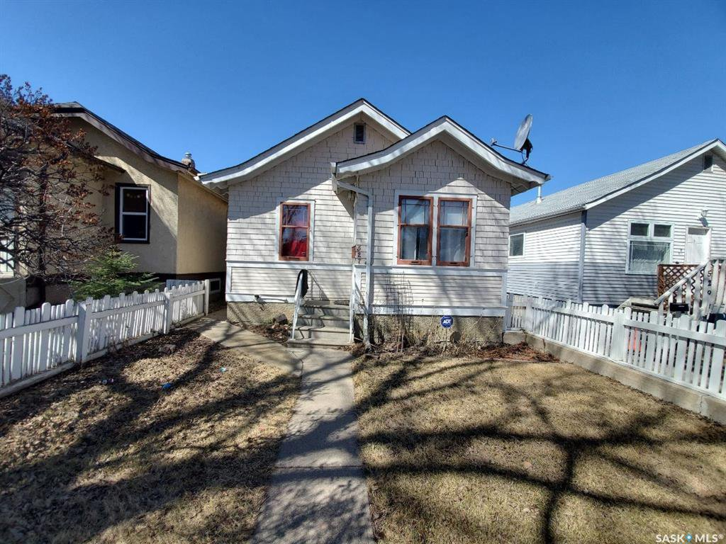 Main Photo: 527 I Avenue North in Saskatoon: Westmount Residential for sale : MLS®# SK805869