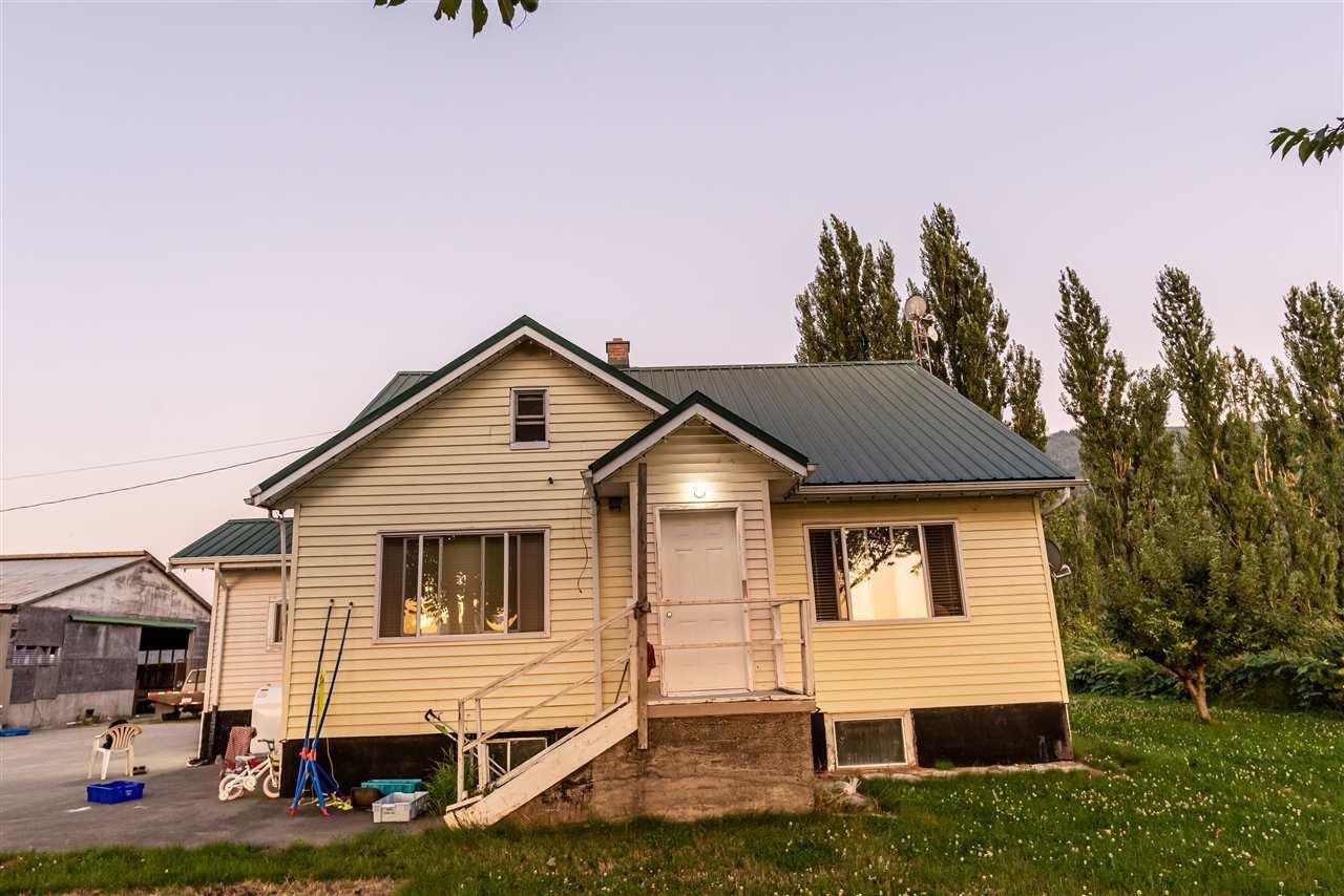 Main Photo: 2682 INTERPROVINCIAL Highway in Abbotsford: Sumas Prairie House for sale : MLS®# R2403571