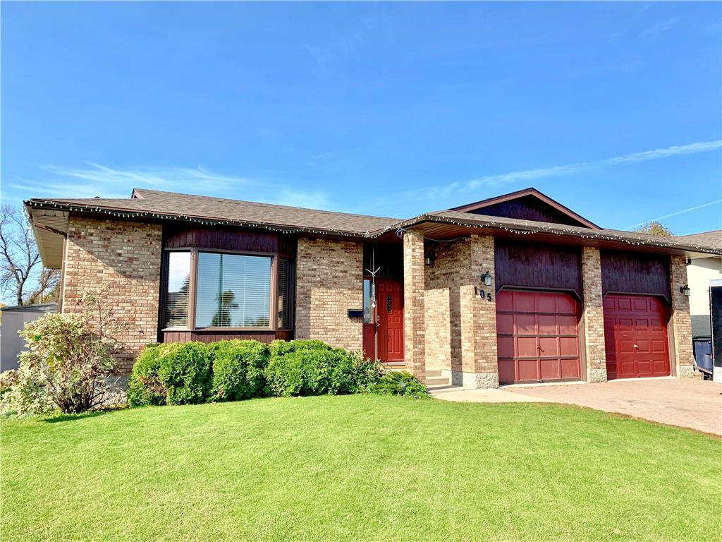 Main Photo: 105 Veterans Drive in Dauphin: R30 Residential for sale (R30 - Dauphin and Area)  : MLS®# 1928549