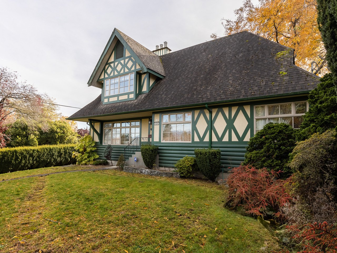Main Photo: Langara Ave in Vancouver: Point Grey House for rent (Vancouver West)  : MLS®# AR122