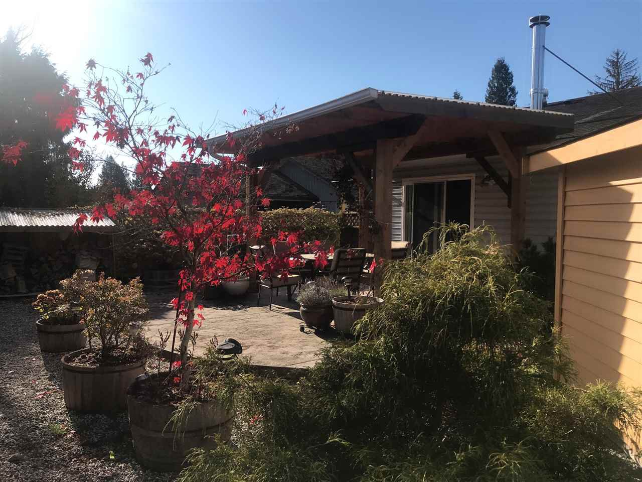 Main Photo: 5686 CREEKSIDE Place in Sechelt: Sechelt District House for sale (Sunshine Coast)  : MLS®# R2515711