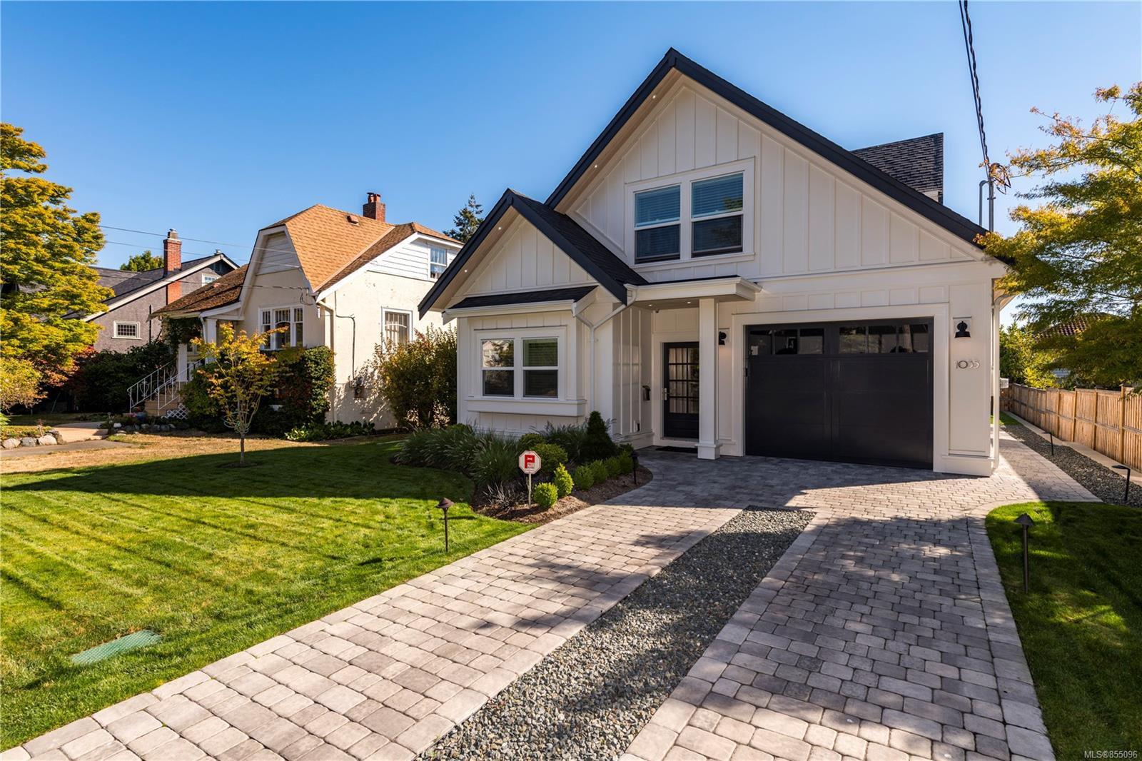 Main Photo: 1035 Roslyn Rd in : OB South Oak Bay Single Family Detached for sale (Oak Bay)  : MLS®# 855096