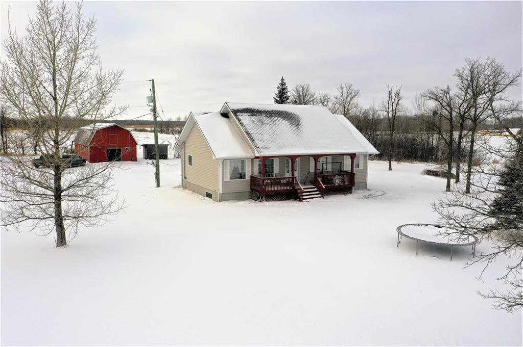 Main Photo: 2076 34E Road in Gardenton: R17 Residential for sale : MLS®# 202100065