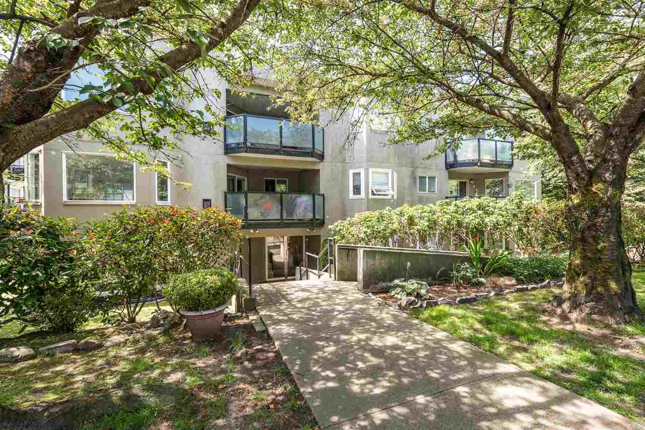 "Main Photo: 105 175 W 4TH Street in North Vancouver: Lower Lonsdale Condo for sale in ""Admiralty Court"" : MLS®# R2476302"
