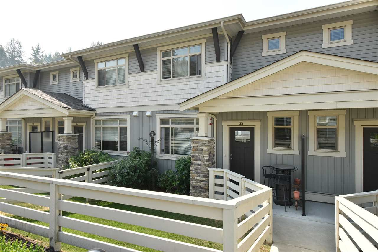 """Main Photo: 35 34230 ELMWOOD Drive in Abbotsford: Abbotsford East Townhouse for sale in """"TEN OAKS"""" : MLS®# R2496403"""
