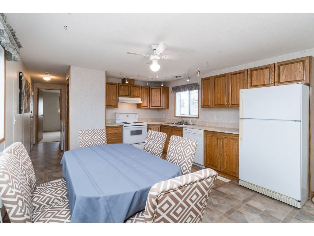 "Photo 4: Photos: 4 26892 FRASER Highway in Langley: Aldergrove Langley Manufactured Home for sale in ""Aldergrove Mobile Home Park"" : MLS®# R2409464"