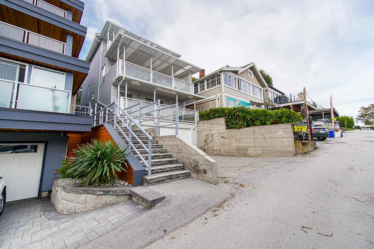 Main Photo: 15062 VICTORIA Avenue: White Rock House for sale (South Surrey White Rock)  : MLS®# R2424080