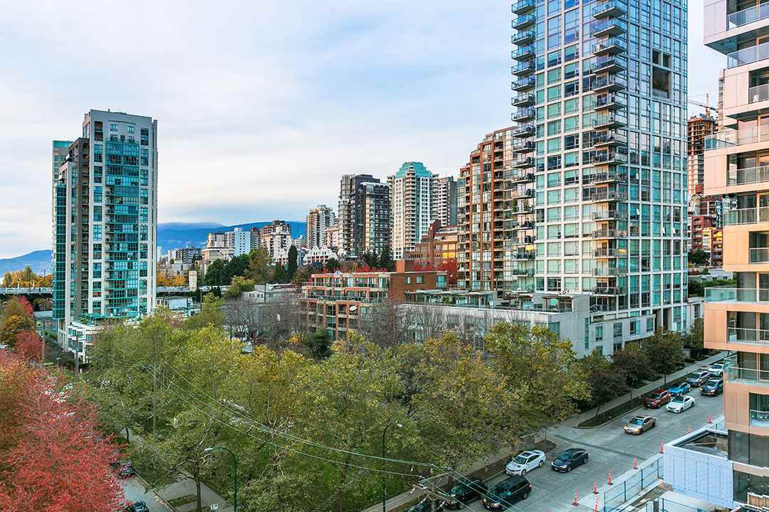 "Main Photo: 1010 1500 HOWE Street in Vancouver: Yaletown Condo for sale in ""The Discovery"" (Vancouver West)  : MLS®# R2422940"