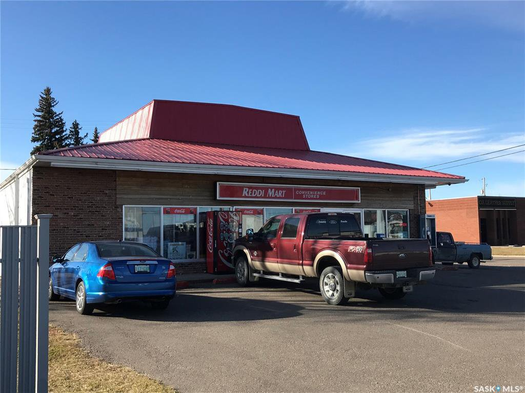 Main Photo: 116 2nd Avenue West in Wilkie: Commercial for sale : MLS®# SK830897