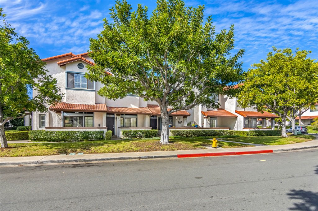 Main Photo: DEL CERRO Townhome for sale : 3 bedrooms : 3639 Mission Mesa Way in San Diego