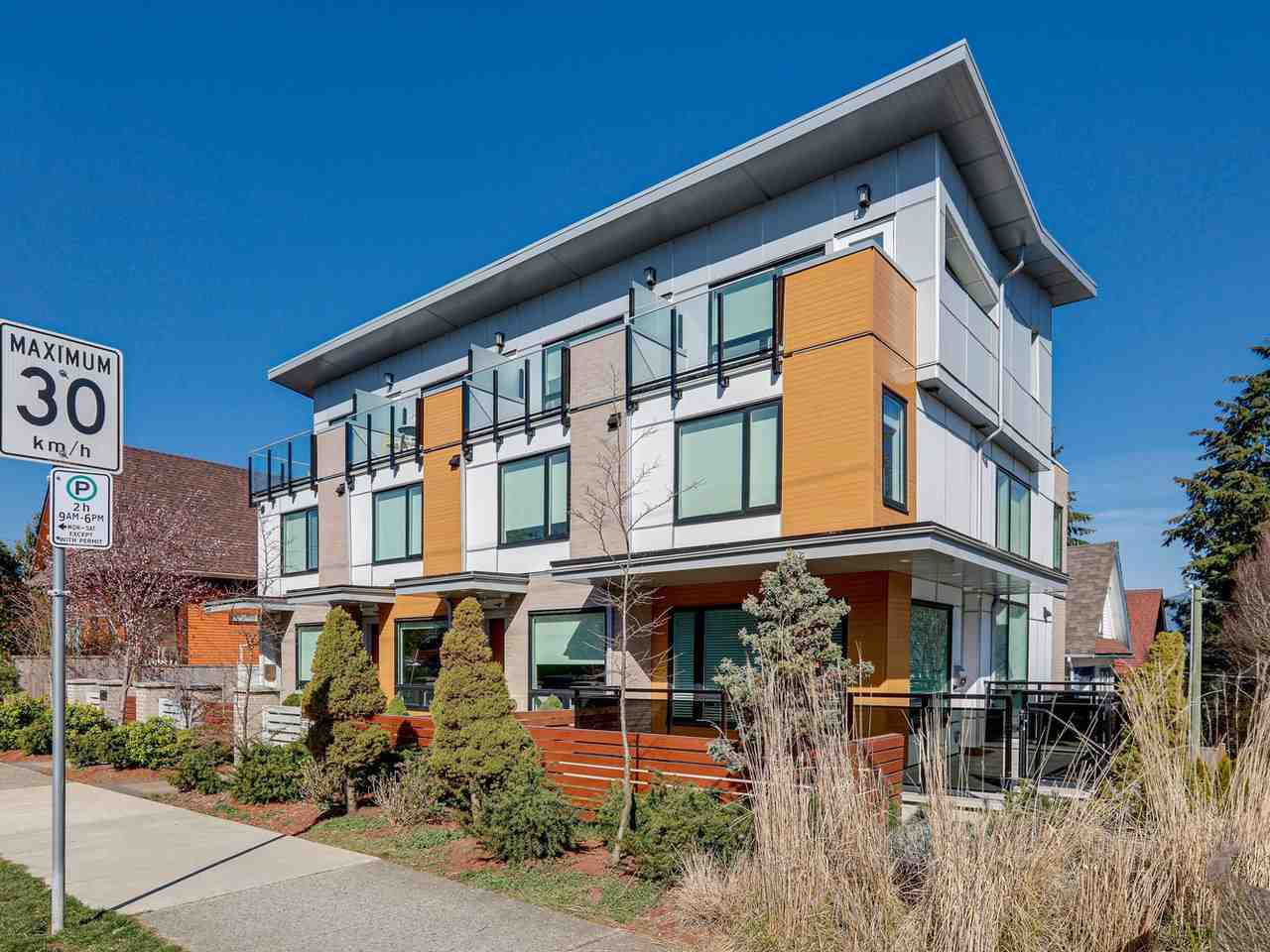 """Main Photo: 419 E 6TH Avenue in Vancouver: Mount Pleasant VE Townhouse for sale in """"6TH & GUELPH"""" (Vancouver East)  : MLS®# R2446729"""