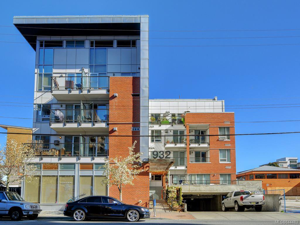 Main Photo: 201 932 Johnson St in Victoria: Vi Downtown Condo Apartment for sale : MLS®# 844483