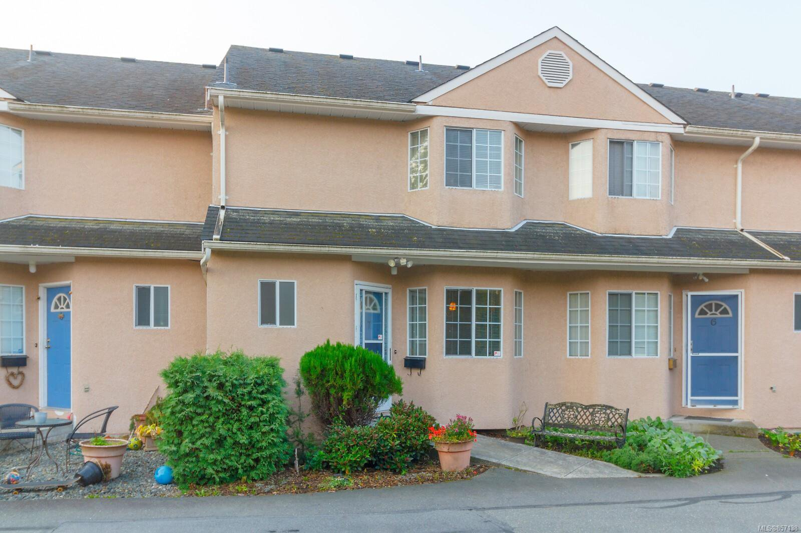 Main Photo: 7 1550 North Dairy Rd in : SE Cedar Hill Row/Townhouse for sale (Saanich East)  : MLS®# 857138
