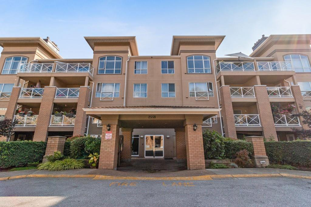 """Main Photo: 212 2558 PARKVIEW Lane in Port Coquitlam: Central Pt Coquitlam Condo for sale in """"THE CRESCENT"""" : MLS®# R2505348"""