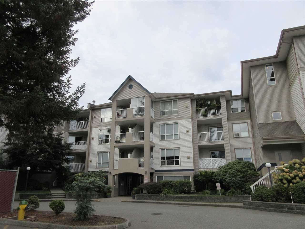 "Main Photo: 307 9165 BROADWAY Street in Chilliwack: Chilliwack E Young-Yale Condo for sale in ""Cambridge in the Country"" : MLS®# R2404895"