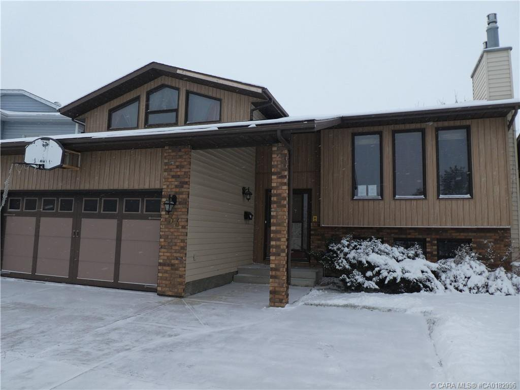 Main Photo: 33 GROTE Crescent in Red Deer: RR Glendale Park Estates Residential for sale : MLS®# CA0182996
