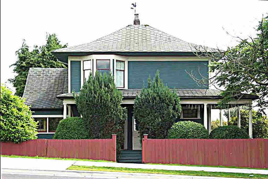 Main Photo: 1450 JONES AVENUE in : Central Lonsdale House for sale : MLS®# V504938