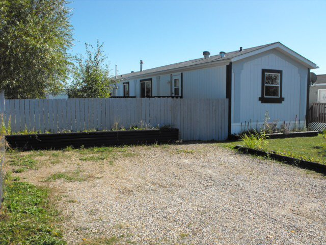 Main Photo: 5005 56 Street: Elk Point Manufactured Home for sale : MLS®# E4223667
