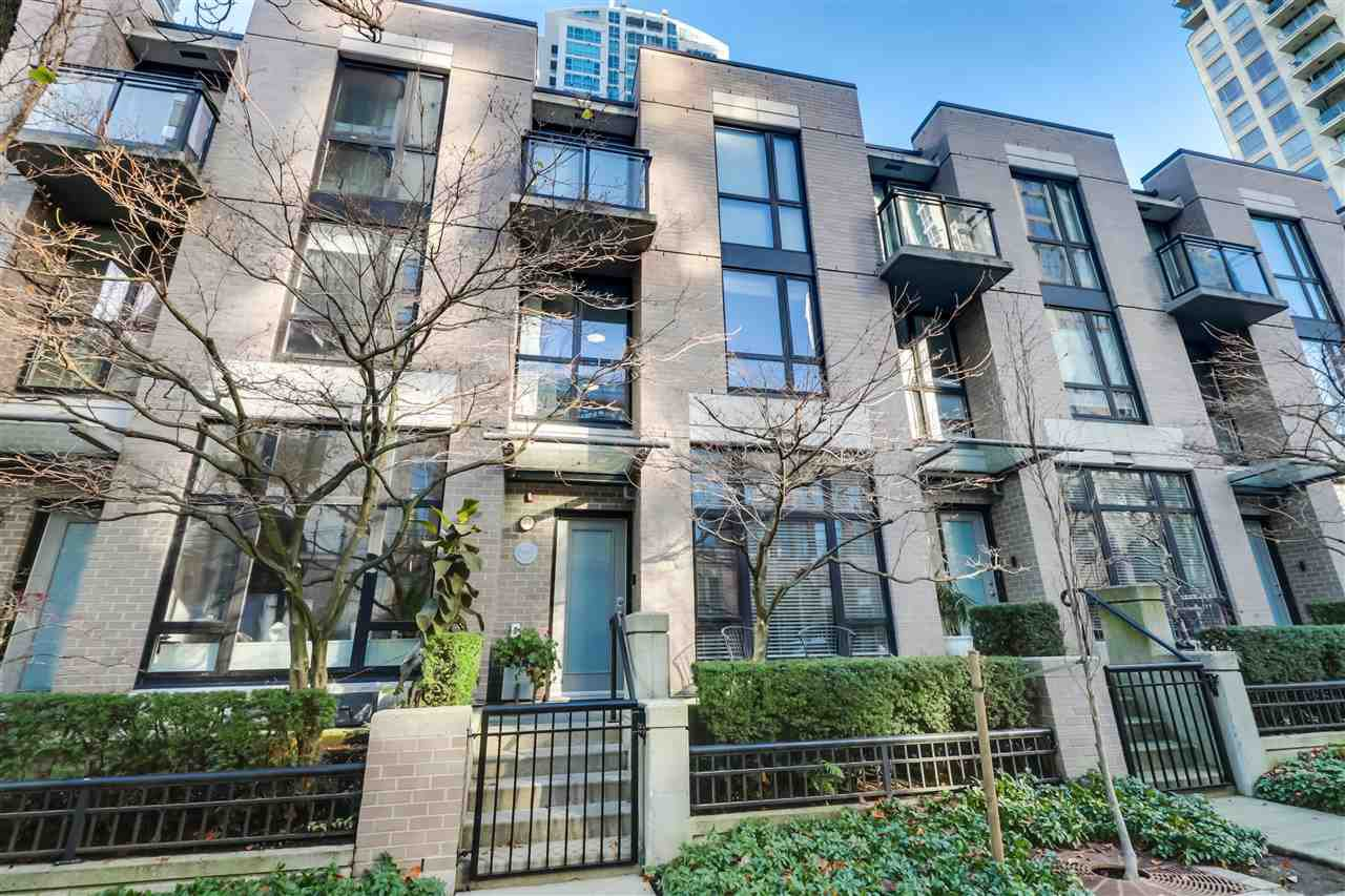 """Main Photo: 1265 RICHARDS Street in Vancouver: Downtown VW Townhouse for sale in """"OSCAR"""" (Vancouver West)  : MLS®# R2527798"""