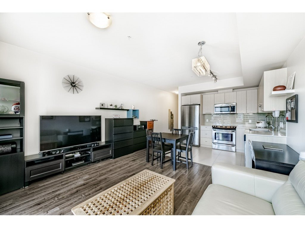 """Photo 5: Photos: 226 5248 GRIMMER Street in Burnaby: Metrotown Condo for sale in """"Metro One"""" (Burnaby South)  : MLS®# R2483485"""