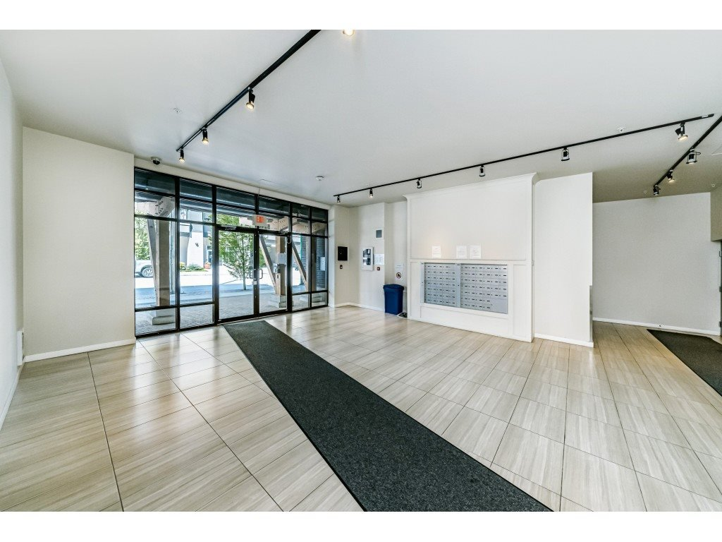 """Photo 2: Photos: 226 5248 GRIMMER Street in Burnaby: Metrotown Condo for sale in """"Metro One"""" (Burnaby South)  : MLS®# R2483485"""