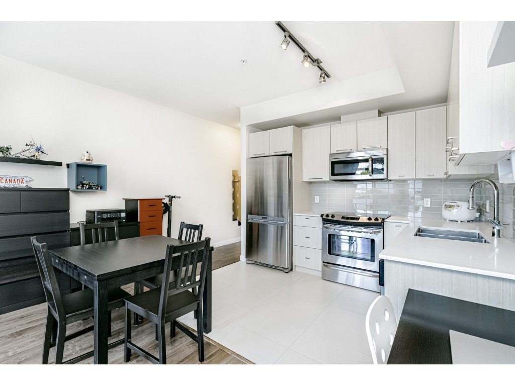 """Photo 9: Photos: 226 5248 GRIMMER Street in Burnaby: Metrotown Condo for sale in """"Metro One"""" (Burnaby South)  : MLS®# R2483485"""